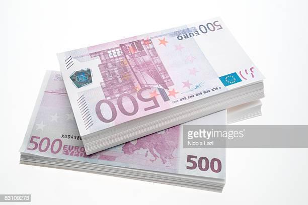 500 euro banknotes, close up - billete de banco de quinientos euros fotografías e imágenes de stock