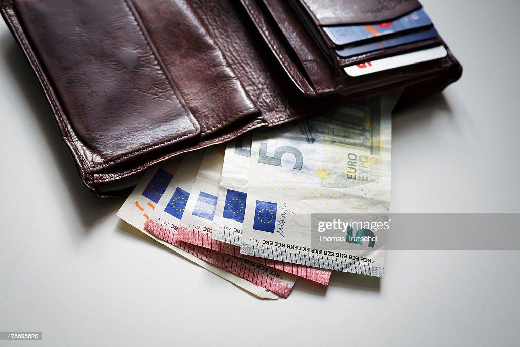 Euro Bills : News Photo