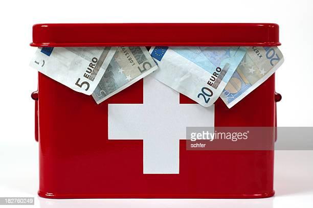 euro-krise - erste hilfe hinweisschild stock-fotos und bilder
