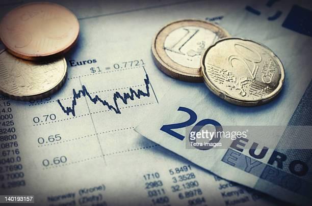 euro currency with financial graph, studio shot - devisenkurs stock-fotos und bilder