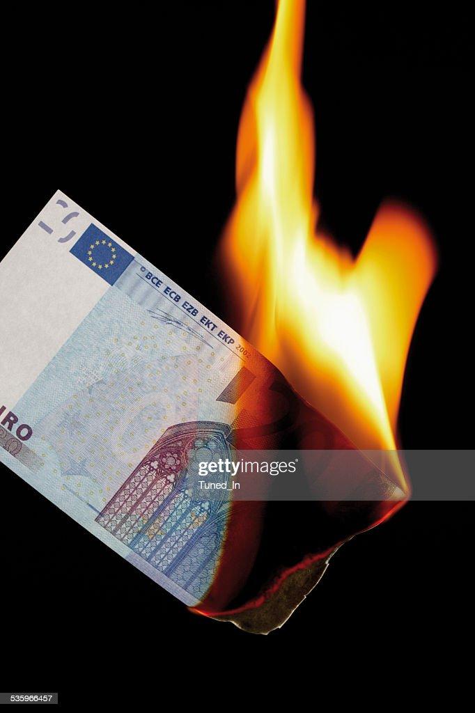 20 euro note burning against black background : Stock Photo