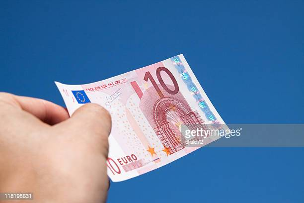 Euro-Geldschein gegen einen blauen Himmel, lebendigen Farben
