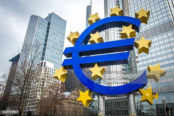 Euro statue in Frankfurt