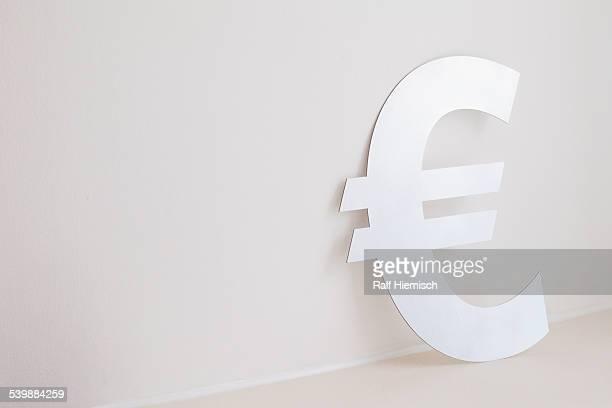 euro symbol against wall - euro stock-fotos und bilder
