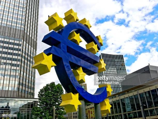 フランクフルトのユーロ通貨記号 - ユーロ圏 ストックフォトと画像