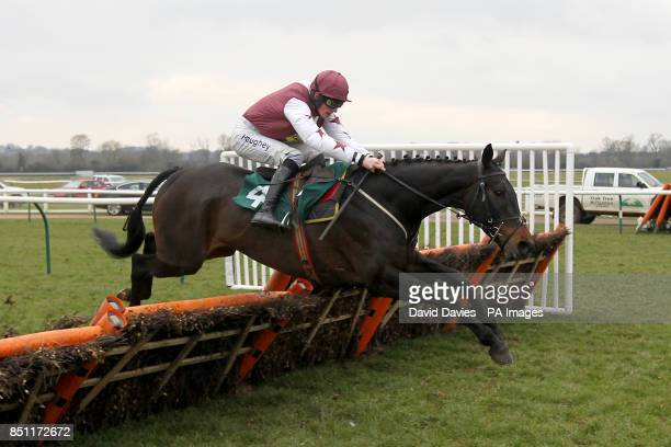 Euro Trash ridden by Sam TwistonDavies during the MHM Plant Maiden Hurdle
