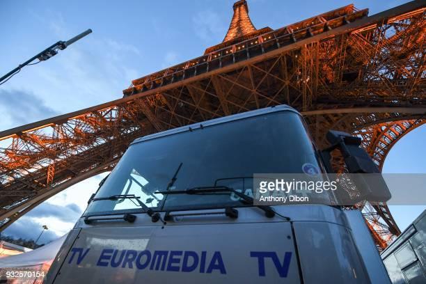 30 Top La Verticale De La Tour Eiffel 2018 Pictures, Photos
