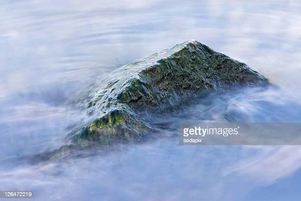 europa, austria, wien, donauinsel, stein im wasser - wasser stock pictures, royalty-free photos & images