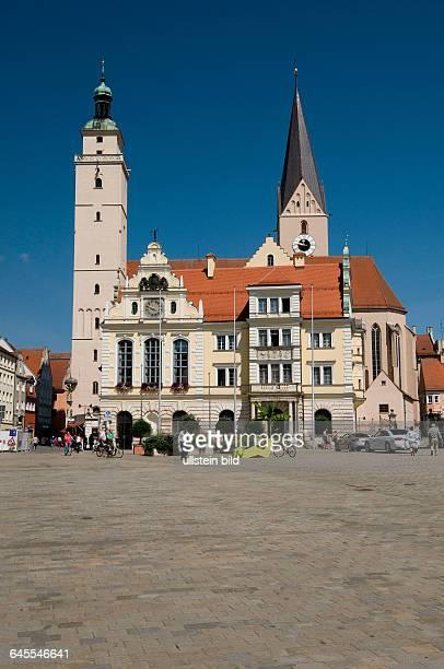 Europa Deutschland Bayern Ingolstadt Rathaus erbaut 1882 Kirche St Moritz