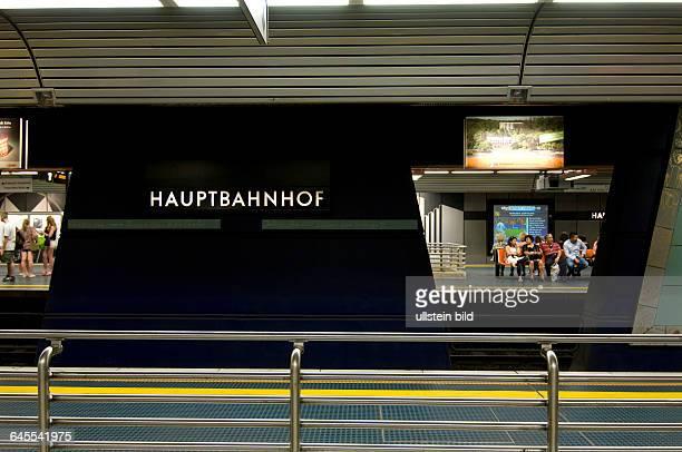Europa Deutschland NordrheinWestfalen Bonn Hauptbahnhof Bahnsteig Stadtbahn
