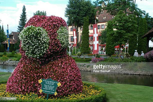 Europa Park 30jähriges Jubiläum Rust bei Freiburg BadenWürttemberg Deutschland Europa JubiläumsFeier Parkanlage KunstFluss Pflanze Baum beschnitten...