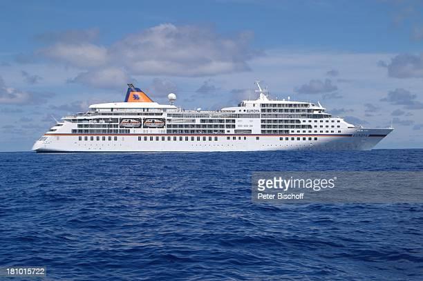 MS Europa von der Reederei Hapag Lloyd Seitenansicht Meer Kreuzfahrtschiff Schiff Kreuzfahrt Reise PNr 529/03