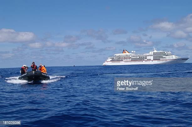 MS Europa von der Reederei Hapag Lloyd Seitenansicht Meer Beiboot Kreuzfahrtschiff Schiff Kreuzfahrt Reise PNr 529/03