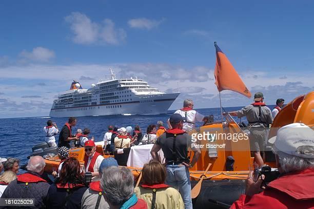 MS Europa von der Reederei Hapag Lloyd Seitenansicht Meer Tender Beiboote Passagiere Kreuzfahrtschiff Schiff Kreuzfahrt Reise PNr 529/03