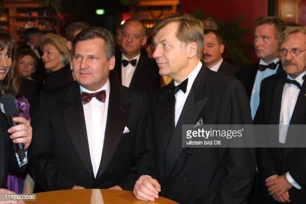 Europaeischer Presse und Funkball Presseball Berlin 2001 Aleksander Kwasniewski und Eberhard Diepgen