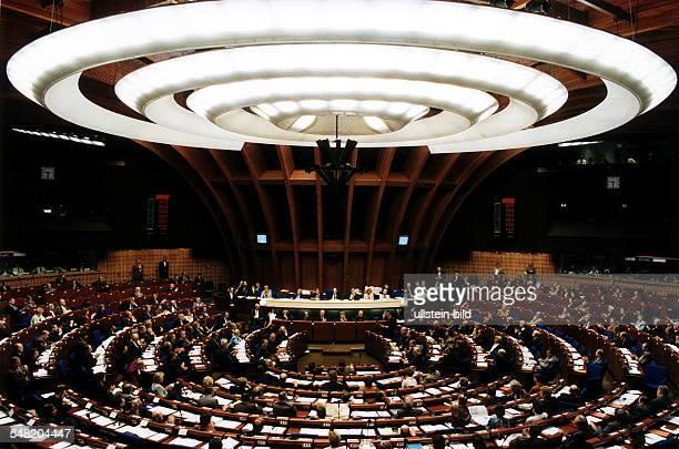 Europaparlament in Strassburg Blick in den Plenarsaal während einer Sitzung April 1999