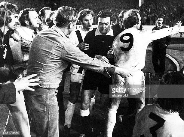 14 Europapokal der Pokalsieger 1973/74 Rückspiel im Halbfinale Borussia Mönchengladbach AC Mailand 10 im Düsseldorfer Rheinstadion Nach dem...