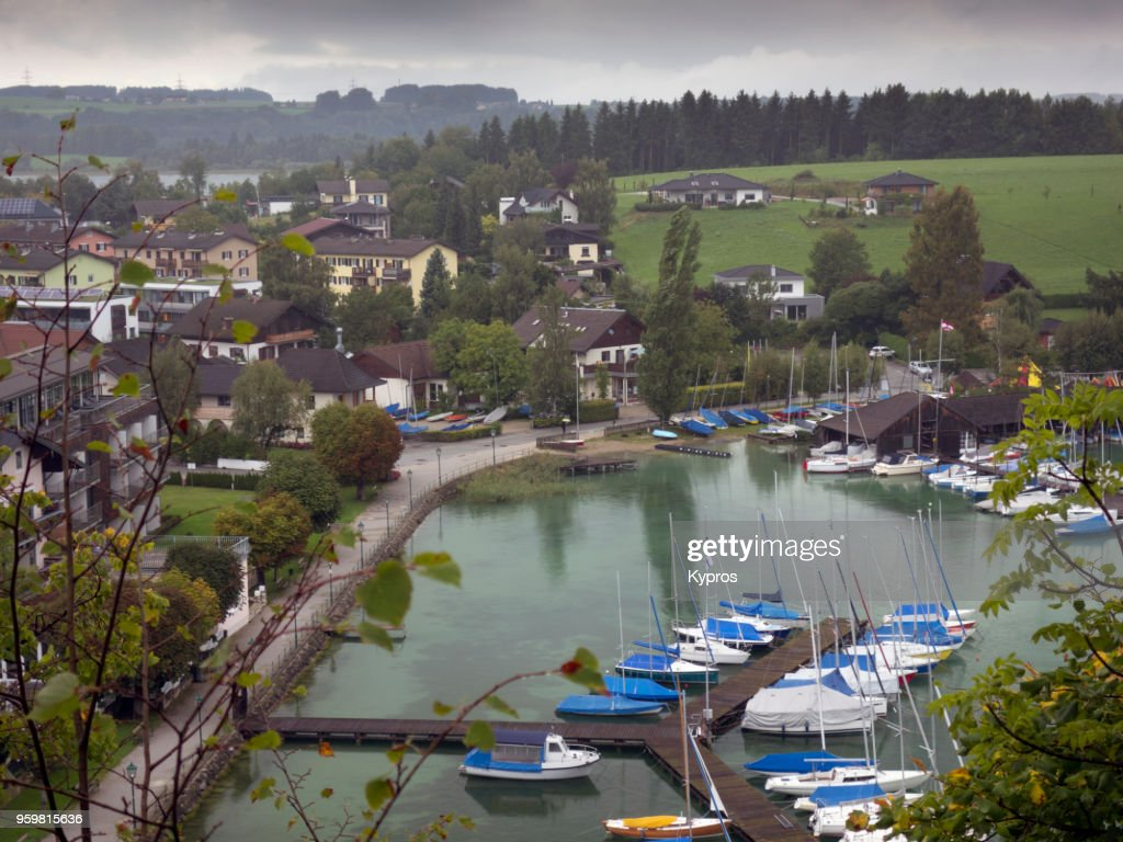 Europe, Austria, Salzburg Area, 2017: View Of Austrian Village Beside Lake : Stock-Foto
