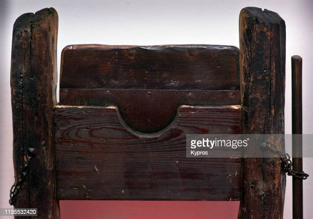europe, czech republic, prague: view of medieval torture chamber implements - fallbrett - falling board - forebear of guillotine. blunt wooden edge rips and chews flesh and vertebrae during impact - guillotine photos et images de collection