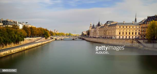 europe france seine up to the conciergerie in paris - quayside stock pictures, royalty-free photos & images