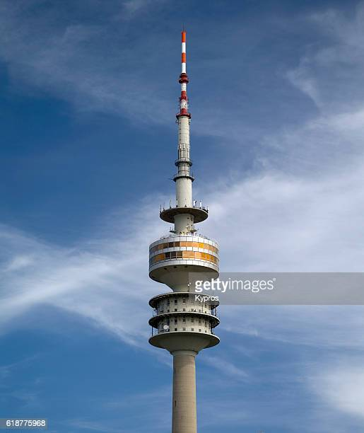 europe, germany, bavaria, munich, view of the olympic communications tower or olympiaturm - parc olympique lieu photos et images de collection