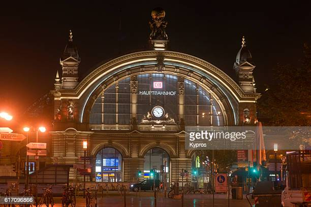 europe, germany, frankfurt, view of hauptbahnhof (main train station or central station) at night - frankfurt main stock pictures, royalty-free photos & images