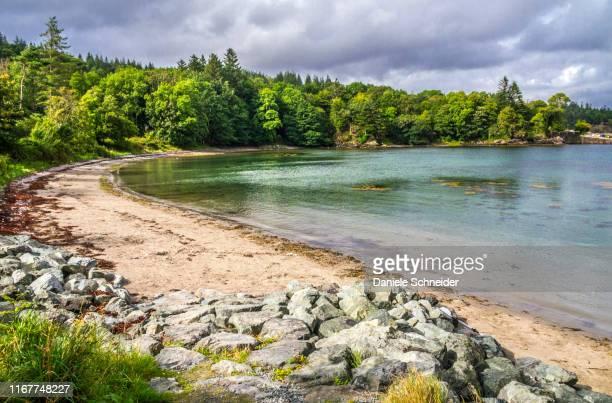 europe, great britain, scotland, hebrides, isle of skye, beach on the sleat peninsula (ardvasar) - peninsula stock pictures, royalty-free photos & images