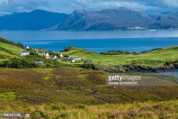 europe, great britain, scotland, hebrides, south-east of the isle of skye, farms by the ocean at point of sleat - hebriden inselgruppe stock-fotos und bilder