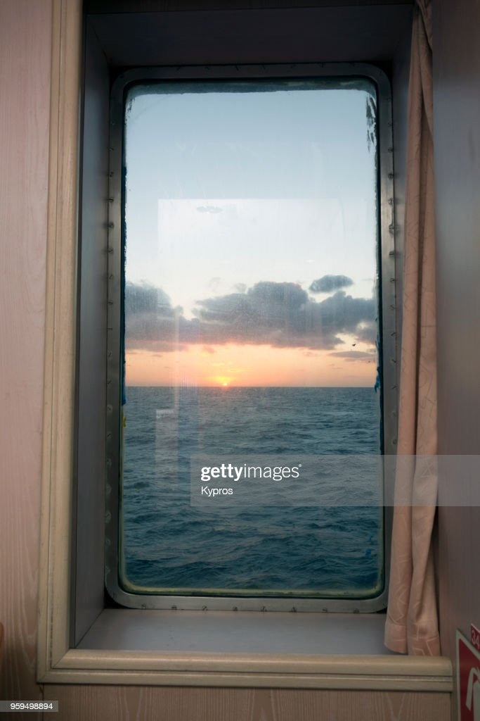 Europe, Greece, 2018: View Of Sunrise Over Ocean From A Greek Ferryboat : Stock-Foto