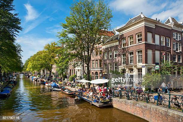 europe, netherlands, canal in amsterdam - アムステルダム ストックフォトと画像
