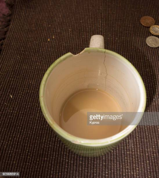 europe, uk, great britain, england, london area, 2018: view of cup of tea in lucky broken mug - peeling off stock photos and pictures