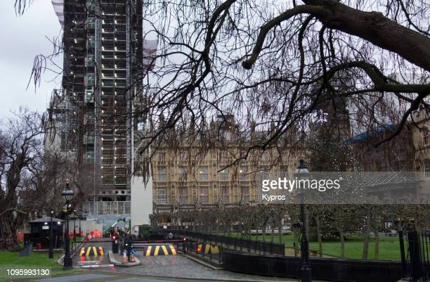 europe, uk, london, 2018: view of houses of parliament (with cleaning or construction work, scaffolding) - parliament square stock pictures, royalty-free photos & images
