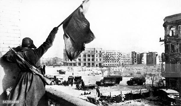 Europe WW II East front / USSR Battle of Stalingrad A soldier of the Red Army with the red flag after the German surrender
