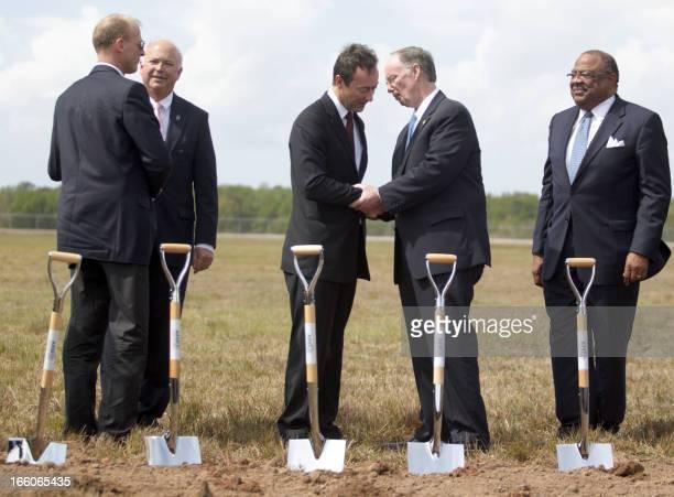European Aeronautic Defence and Space Company CEO Tom Enders Congressman Jo Bonner Airbus CEO Fabrice Bregier Governor of Alabama Robert J Bentley...