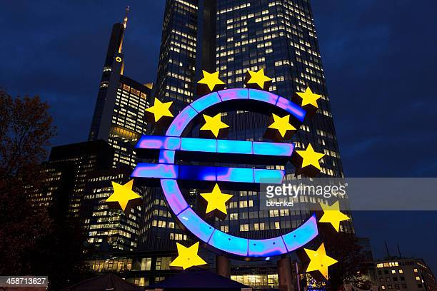 european central bank at dusk - european central bank stock pictures, royalty-free photos & images