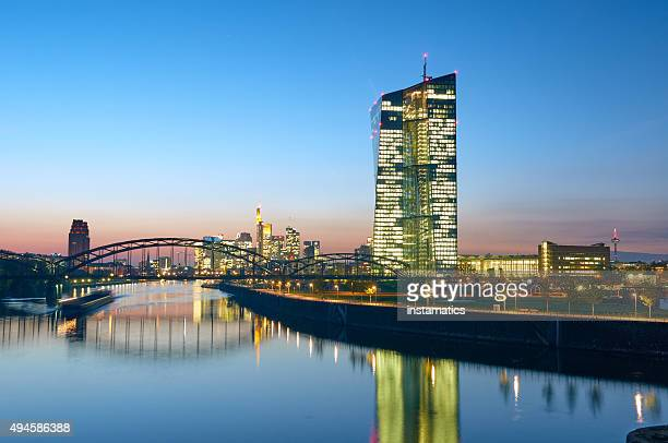 european central bank at dusk - frankfurt main tower stock pictures, royalty-free photos & images