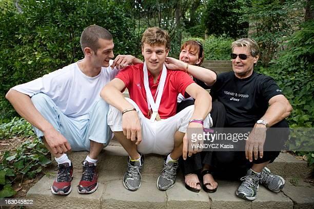 European Championships In Athletics In Barcelona 2010 Christophe Lemaitre Le sprinteur Christophe LEMAITRE photographié en famille dans le parc de...
