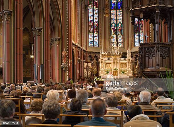 european church service - katholicisme stockfoto's en -beelden