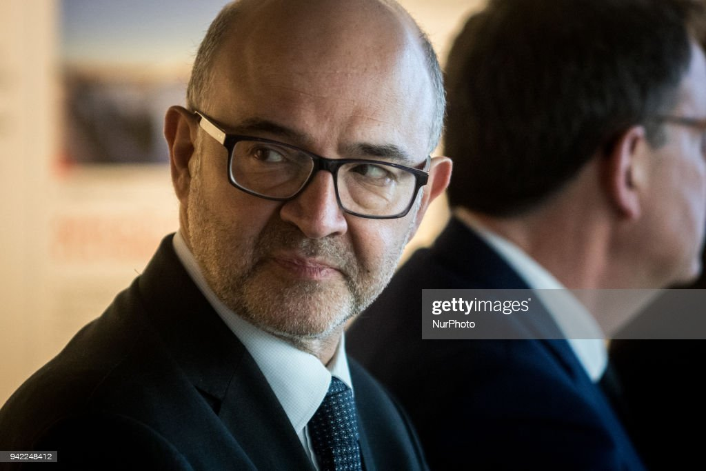 European Commissioner Pierre Moscovici visits the Confluence district in Lyon : Nieuwsfoto's