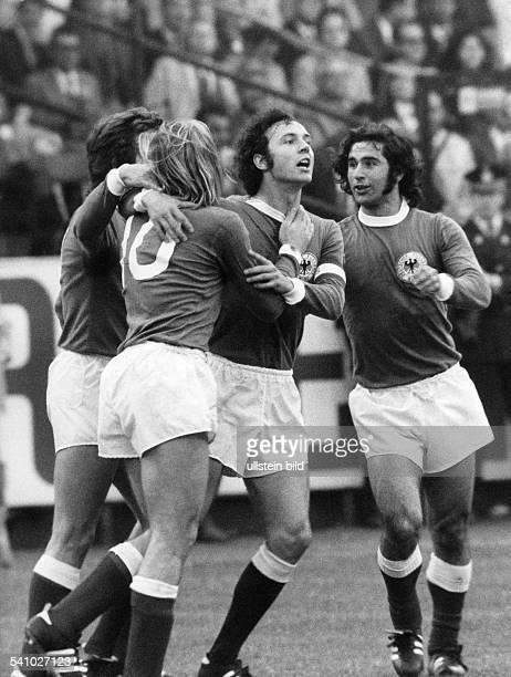 UEFA European Football Championship 1972 finalround in Belgium semifinal in Antwerp Belgium vs Fed Rep of Germany 12 German goal cheer fltr Josef...