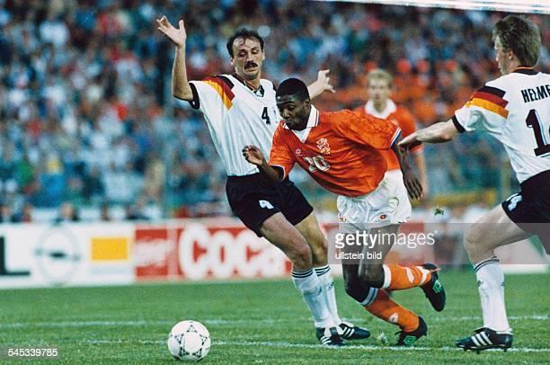 UEFA European Football Championship 1992 final_tournament in Sweden group 2 in Gothenburg Netherlands vs Germany 31 scene of the match fltr Jürgen...