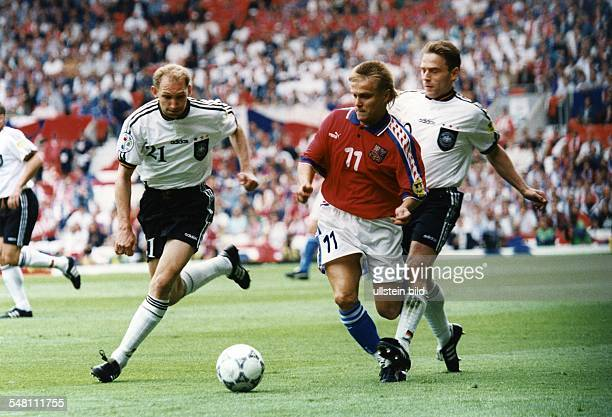 UEFA European Football Championship 1996 in England group C in Manchester Germany vs Czech Republic 20 scene of the match fltr Dieter Eilts Martin...