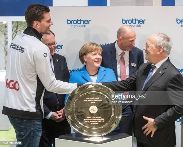 European handball champion Erik Schmidt premier of Lower Saxony Stephan Weil German Chancellor Angela Merkel Manager of Brother Matthias Kohlstrung...