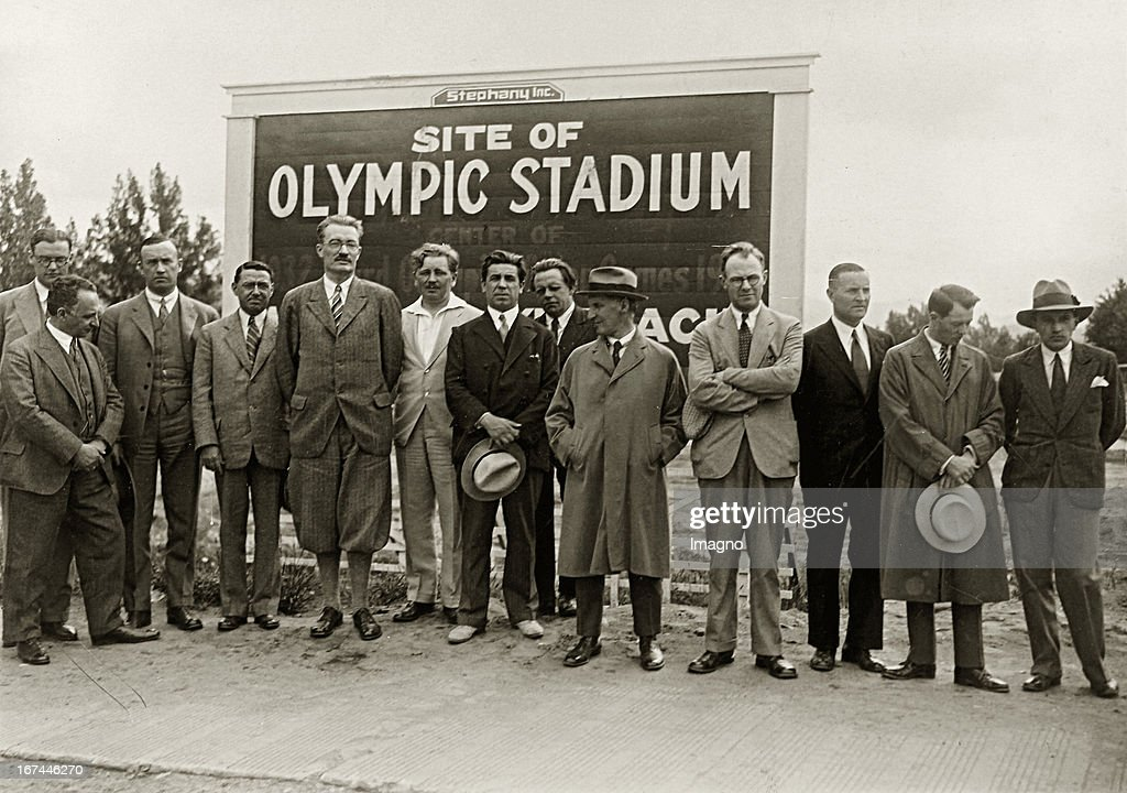 European journalists visiting the american venue of the Winter Olympics in Lake Placid (1932). Around 1931. New York. Photograph. (Photo by Imagno/Getty Images) Europäische Journalisten besuchen den amerikanischen Austragungsort der Olympischen Winterspiele 1932 Lake Placid. Um 1931. New York. Photographie.