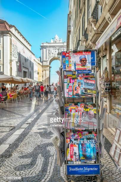 europäische zeitschriften in rua augusta, lissabon - rua stock-fotos und bilder