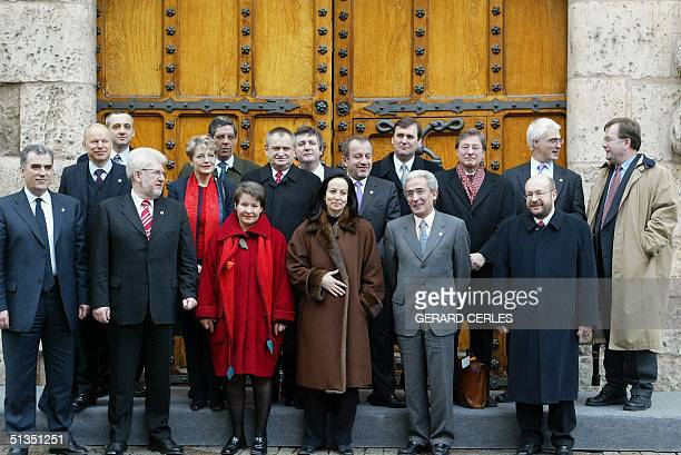 European ministers pose for the Photo family of the informal Meeting of ministers for Employment and Social Policy this 19 january 2002 in Burgos. Fr...