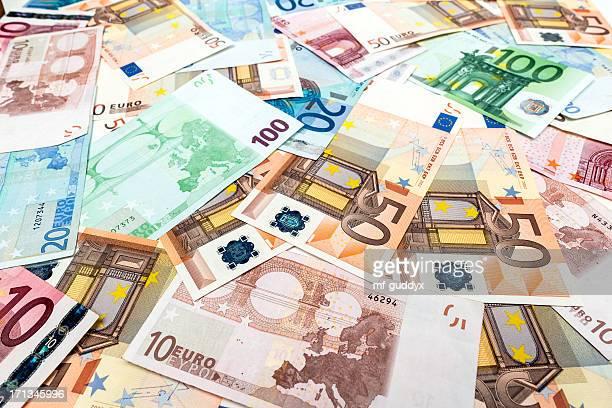 Papelera europea, el dinero pila de monedas