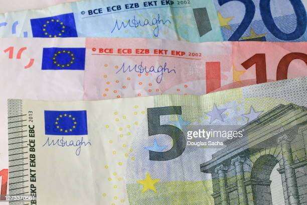 european paper currency in multiple amounts - ユーロ圏 ストックフォトと画像