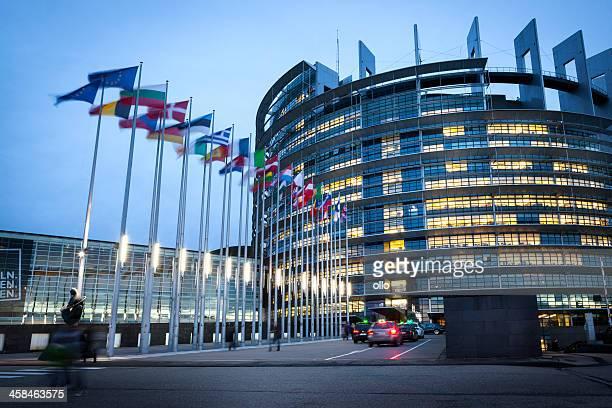 欧州議会夕暮れ時には、strasbourg ,france - 欧州議会 ストックフォトと画像