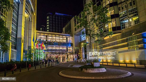 european parliament building at night - european parliament stock pictures, royalty-free photos & images